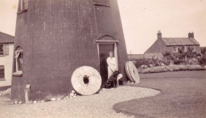 Mrs.Bell and Rock outside mill 1933